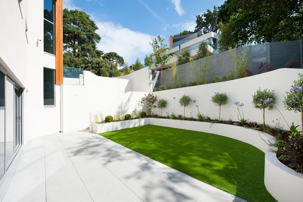 Brudenell Avenue, Canford Cliffs, Poole: modern Garden by David James Architects & Partners Ltd