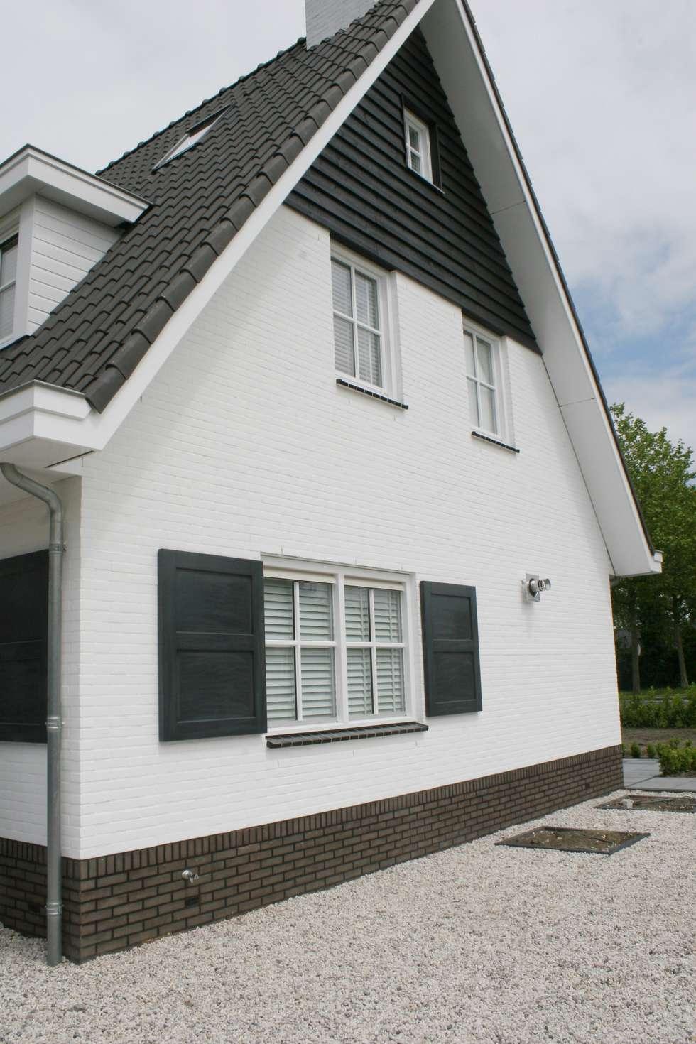 Landelijke woning met wit en zwart landelijke huizen door for Landelijke woning te koop