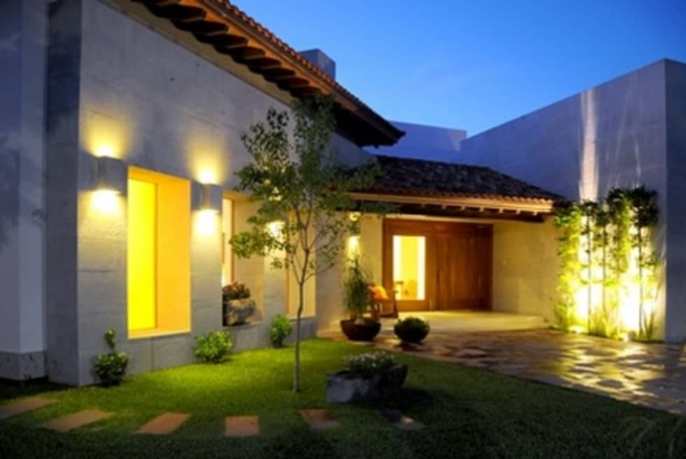 CASA RANAS: Casas de estilo moderno por MARIO TALAMAS