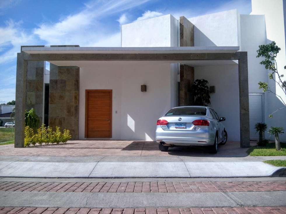 Fachada casa bilbao casas de estilo minimalista por punto for Casas pequenas estilo minimalista