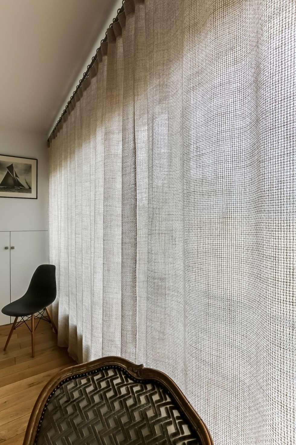 Rideaux pour baie vitrée élégante: Salle à manger de style de style Scandinave par Decorexpat