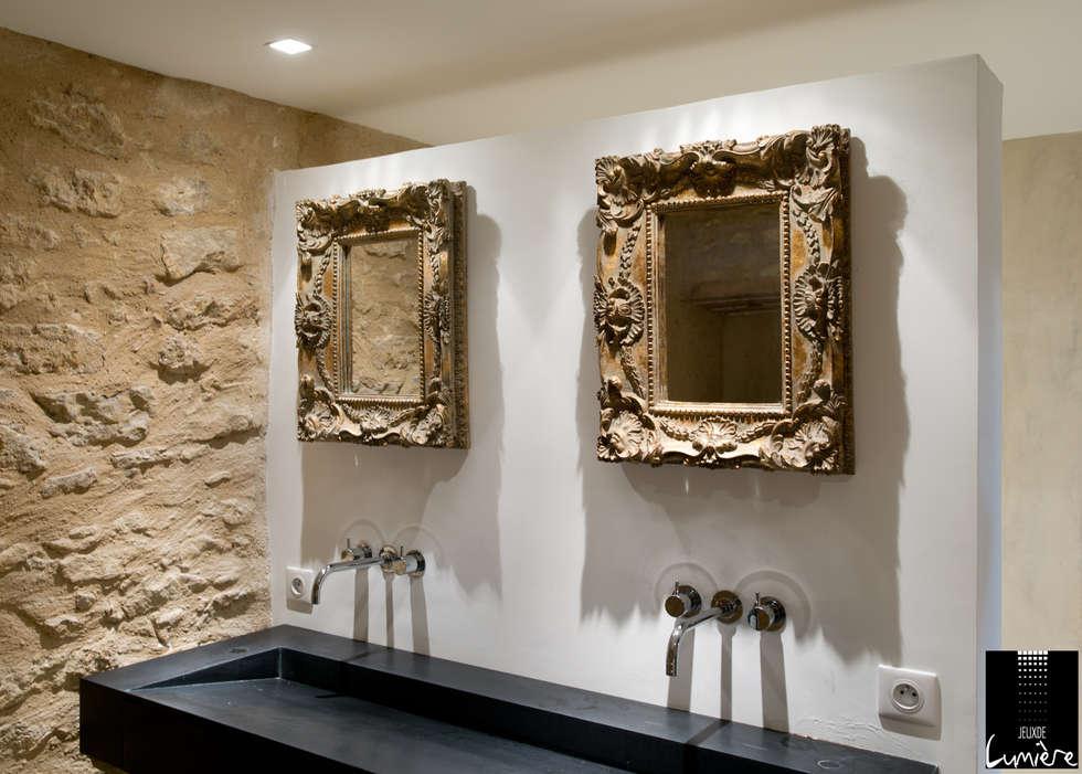 Vasque rustique : Salle de bains de style  par Jeux de Lumière