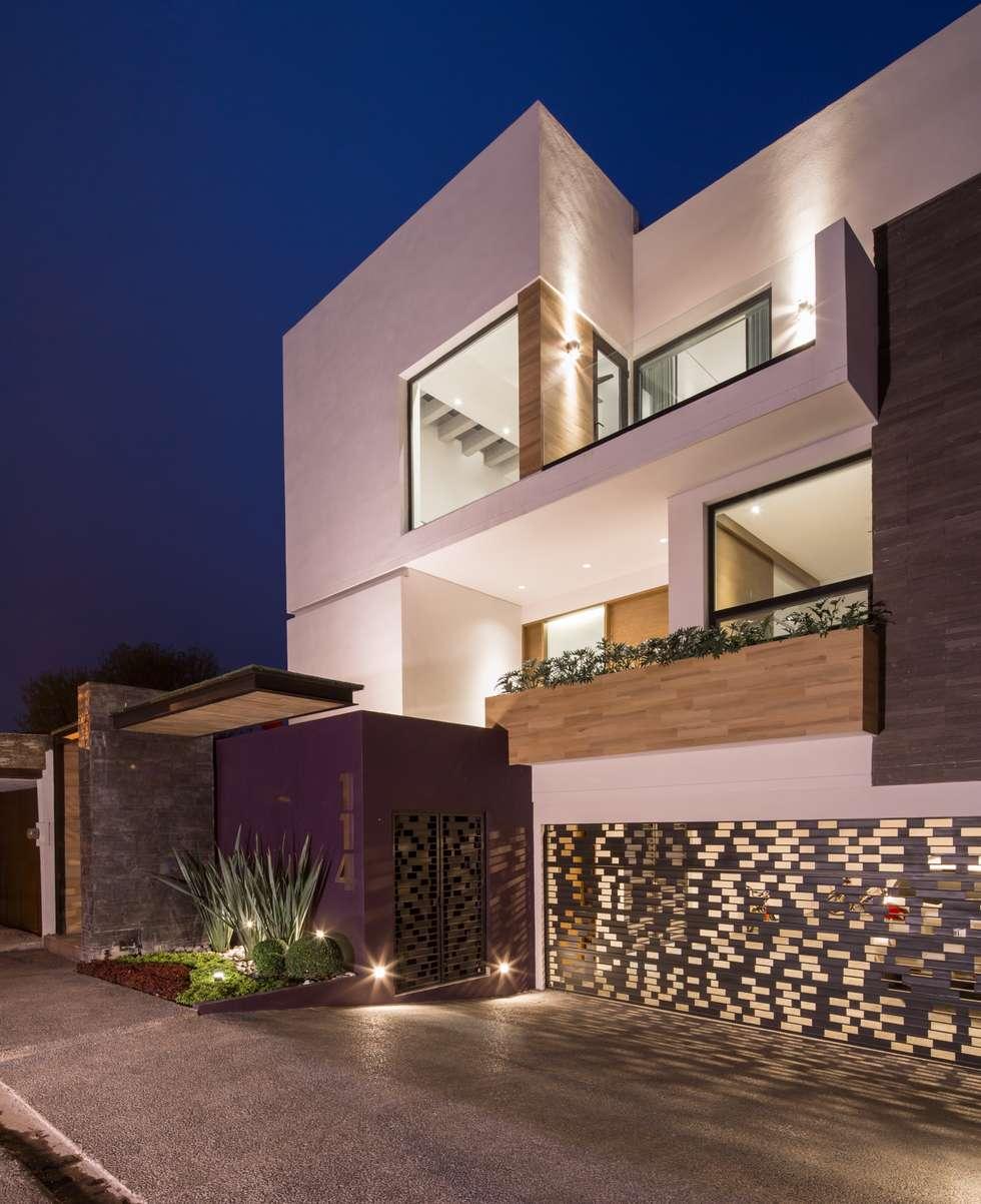 Fachada principal casas de estilo minimalista por urbn for Fachadas estilo minimalista casas