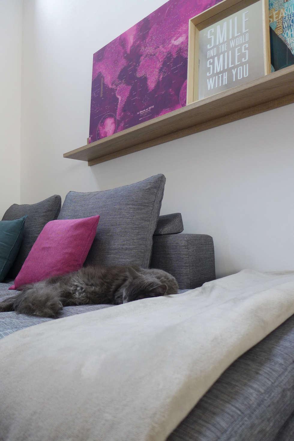 Un canapé cosy.: Salon de style de style Scandinave par Skéa Designer