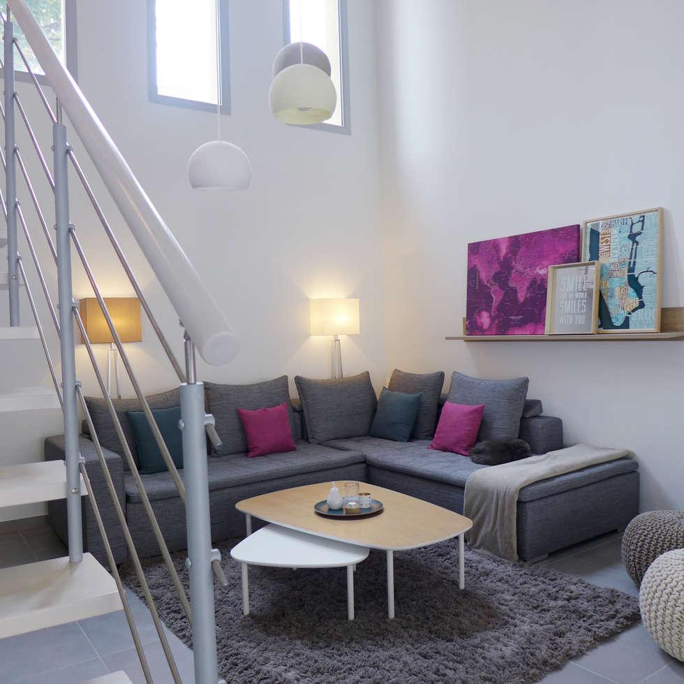 Le salon depuis l'escalier.: Salon de style de style Scandinave par Skéa Designer