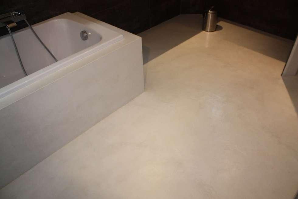 salle de bain en béton ciré Marius Aurenti: Salle de bains de style  par A Fleur de Chaux