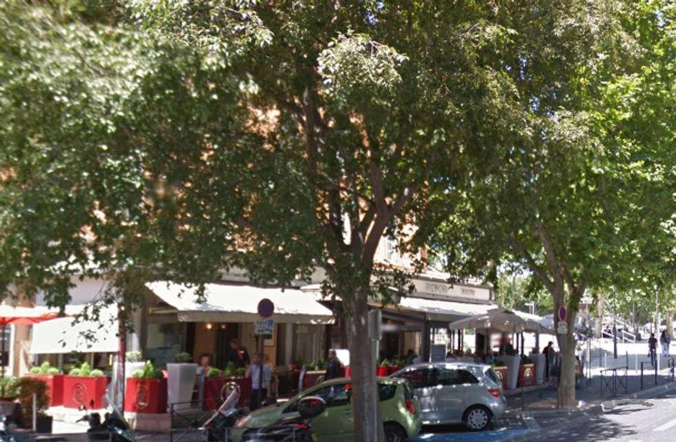 Jardinières Image'In personnalisées pour terrasses de restaurant: Bars & clubs de style  par ATELIER SO GREEN