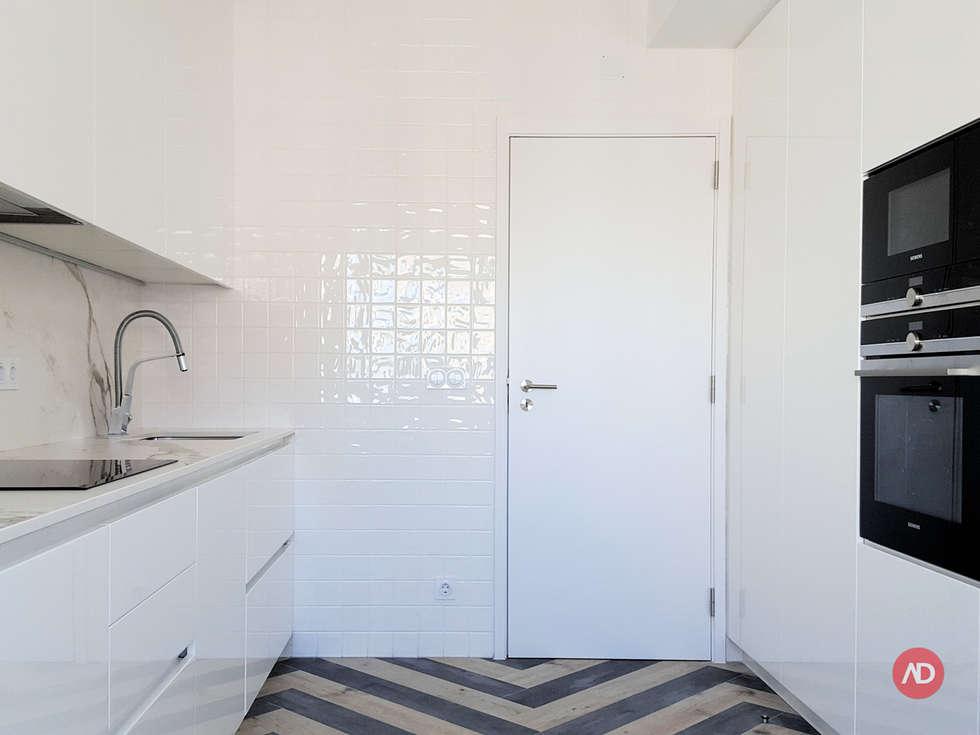 Remodelação Apartamento: Cozinhas modernas por ARCHDESIGN   LX