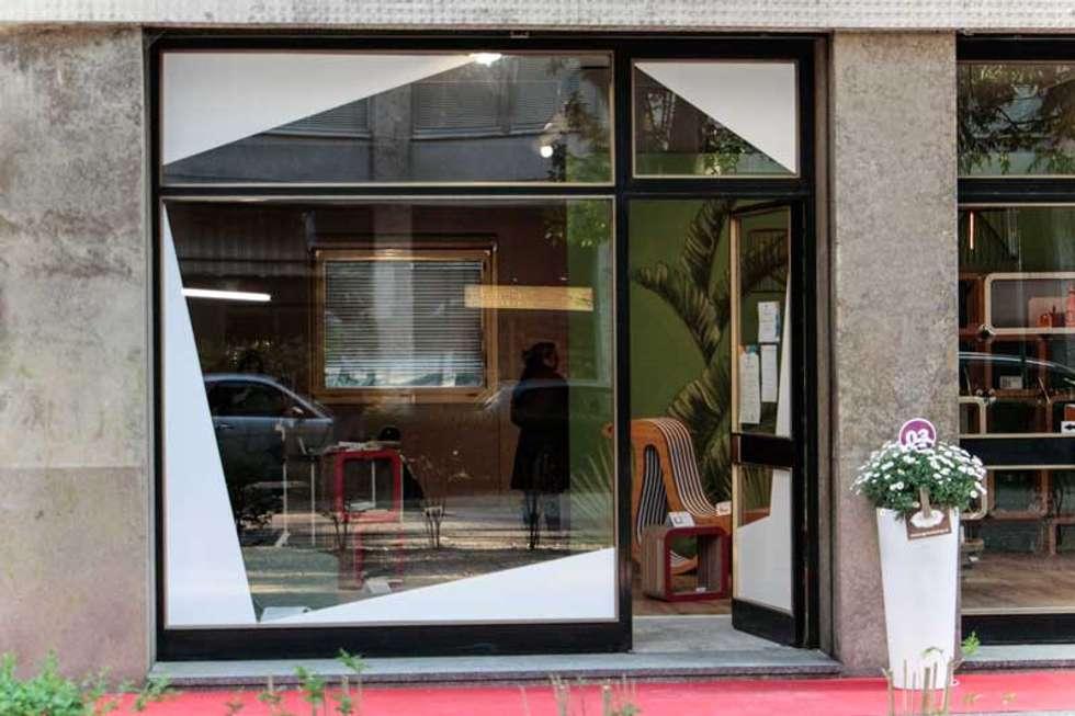 Vetrina: Spazi commerciali in stile  di Silvana Barbato, StudioAtelier
