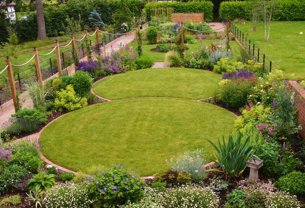 Interior design ideas redecorating remodeling photos for Circular lawn garden designs