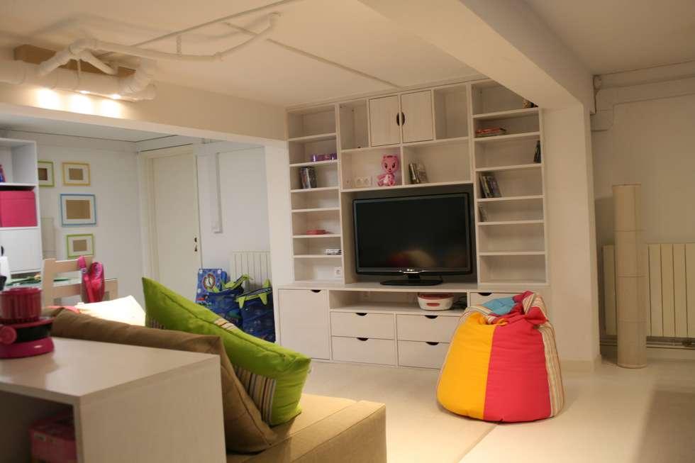 Espaço de Brincar: Salas de estar ecléticas por Oficina Rústica (OFR Unipessoal Lda)