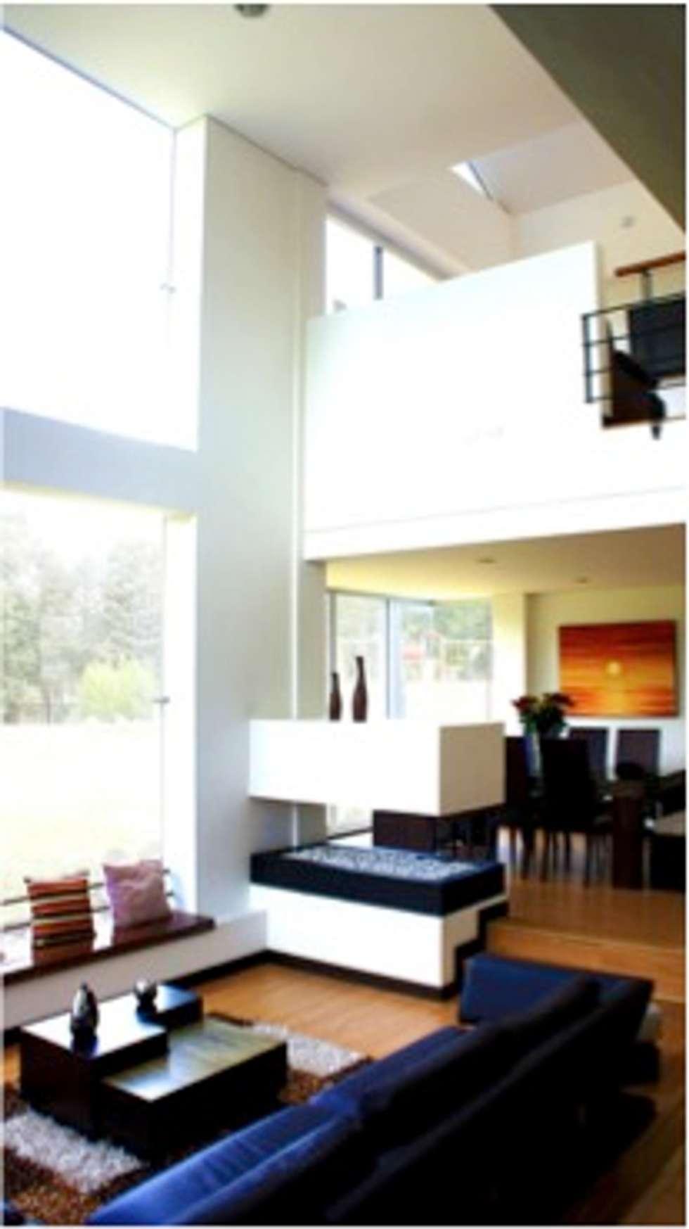 Integración sala comedor: Comedores de estilo moderno por AV arquitectos