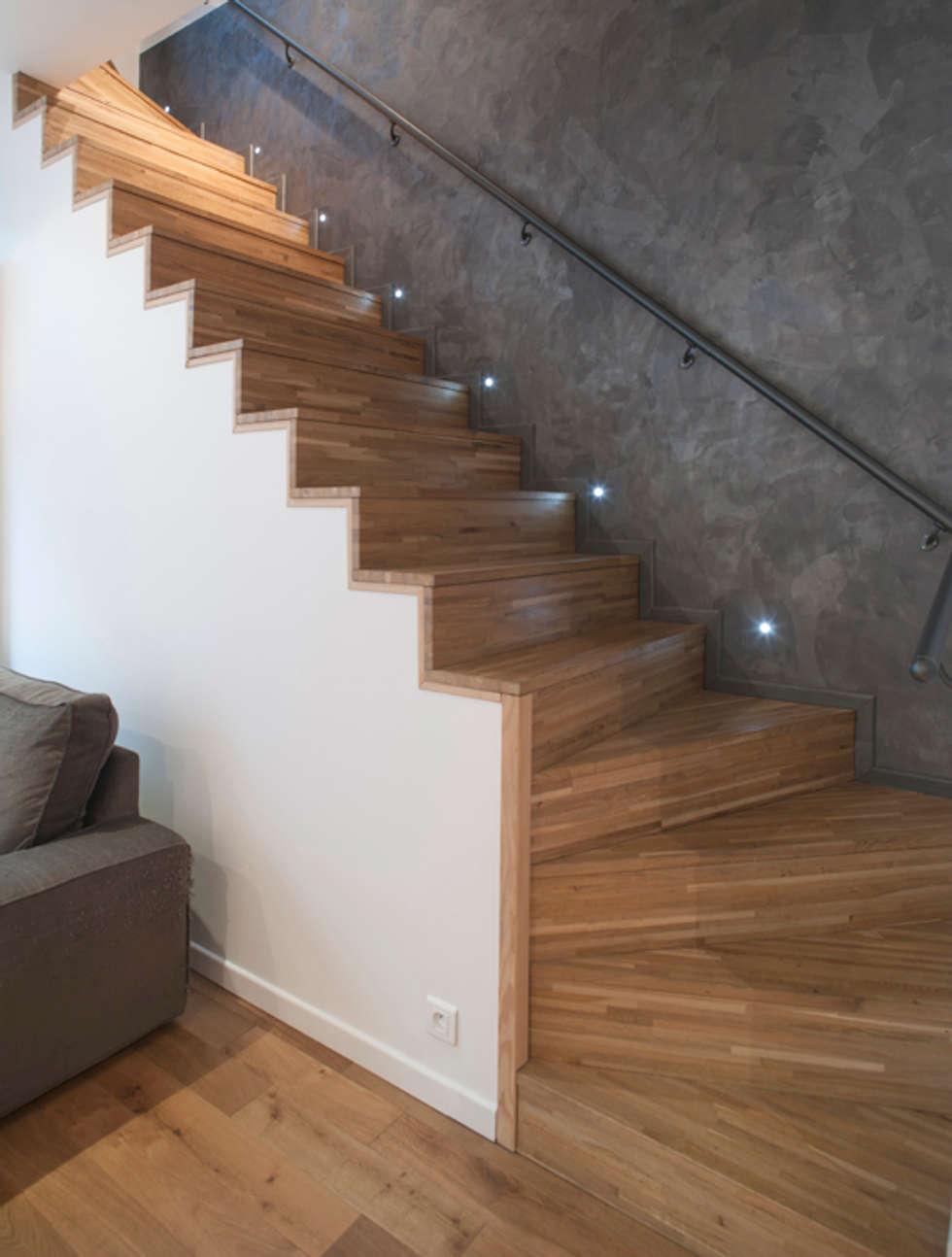 Escalier pour accèder au souplex: Salon de style de style Moderne par Olivier Olindo Architecte