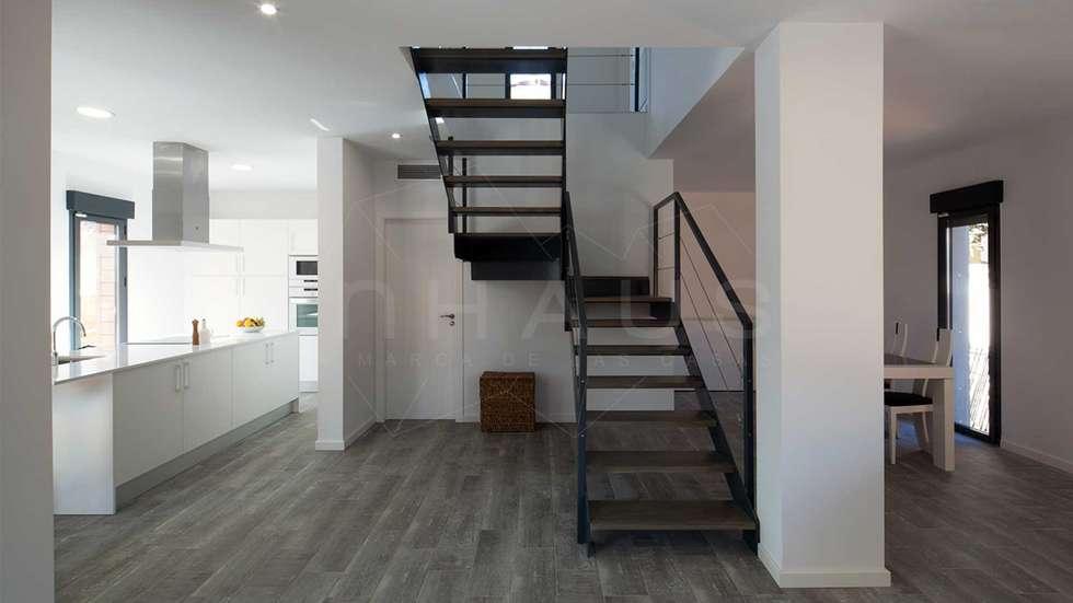 escalera metlica de diseo pasillos vestbulos y escaleras de estilo minimalista de casas inhaus