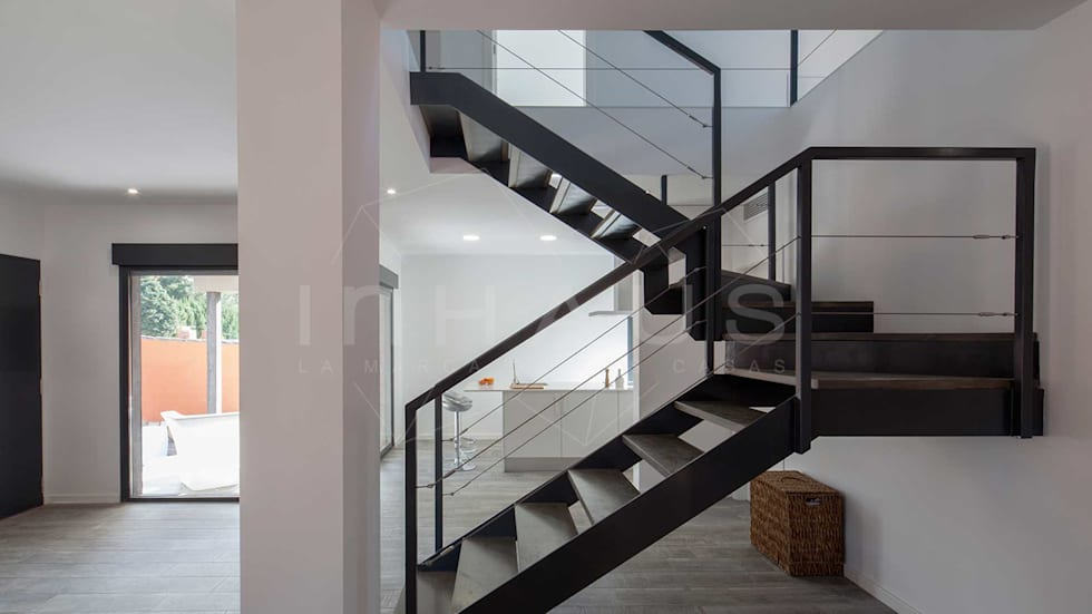 Fotos de decoraci n y dise o de interiores homify for Escalera metalica en l