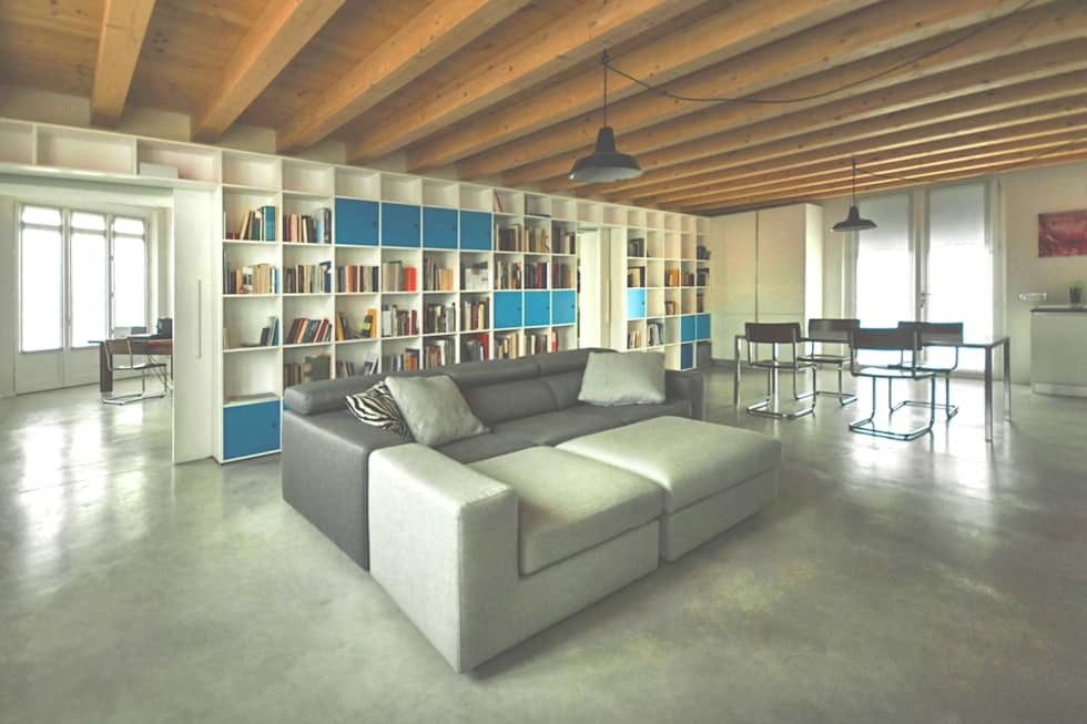 Soggiorno con vista su sulla libreria: Soggiorno in stile in stile Moderno di PADIGLIONE B