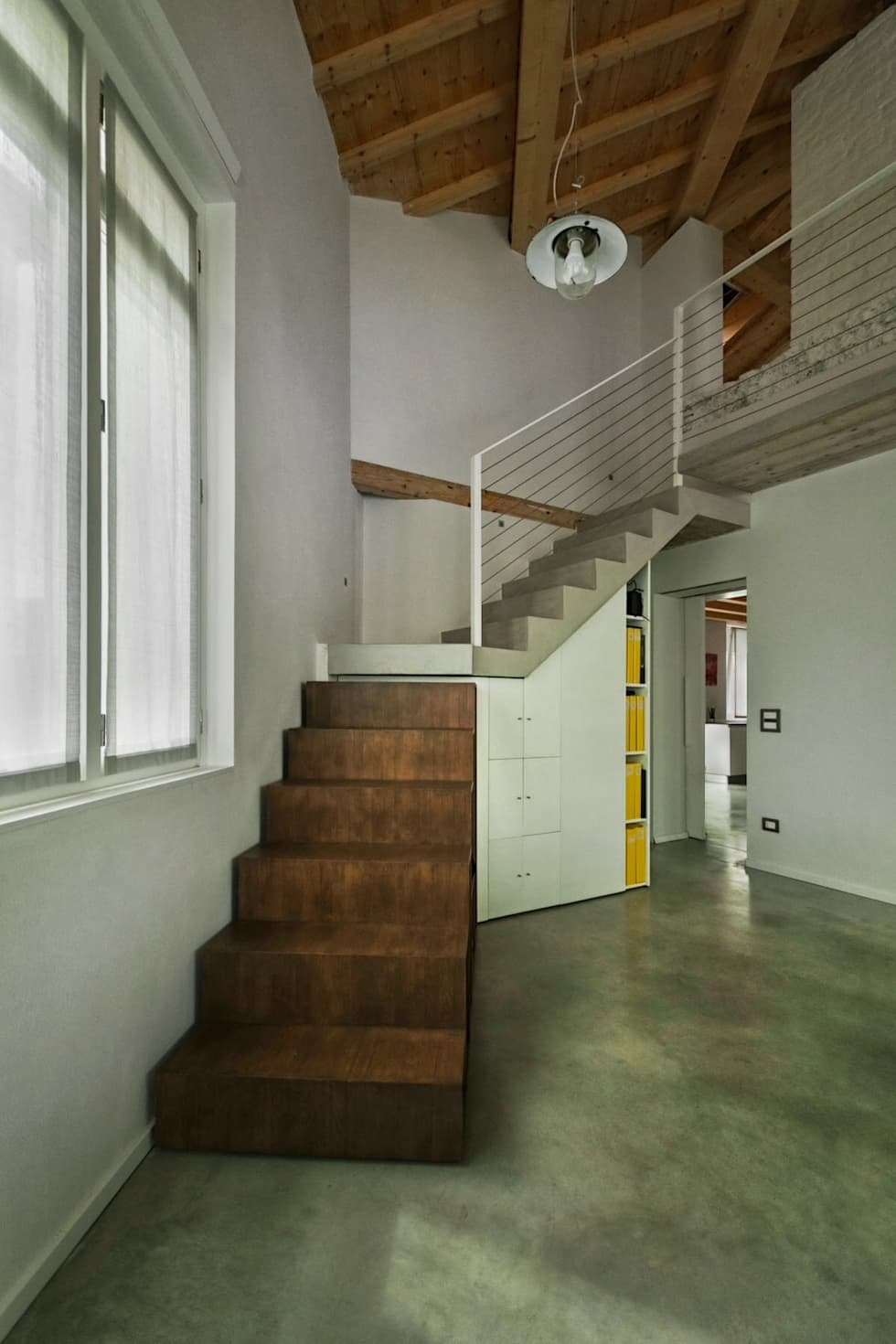 Vista frontale scala: Ingresso & Corridoio in stile  di PADIGLIONE B