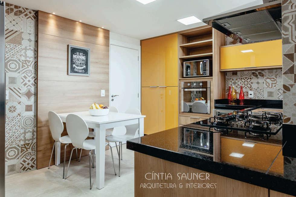 cozinha: Cozinha  por Cintia Sauner Arquitetura e interiores