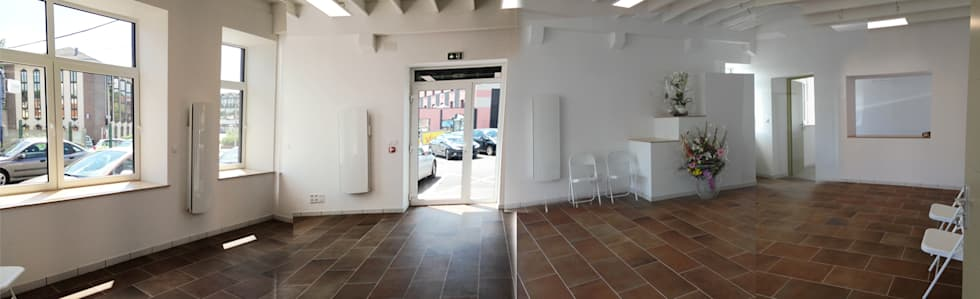 Accueil public des bureaux: Couloir et hall d'entrée de style  par Arielle D Collection Maison
