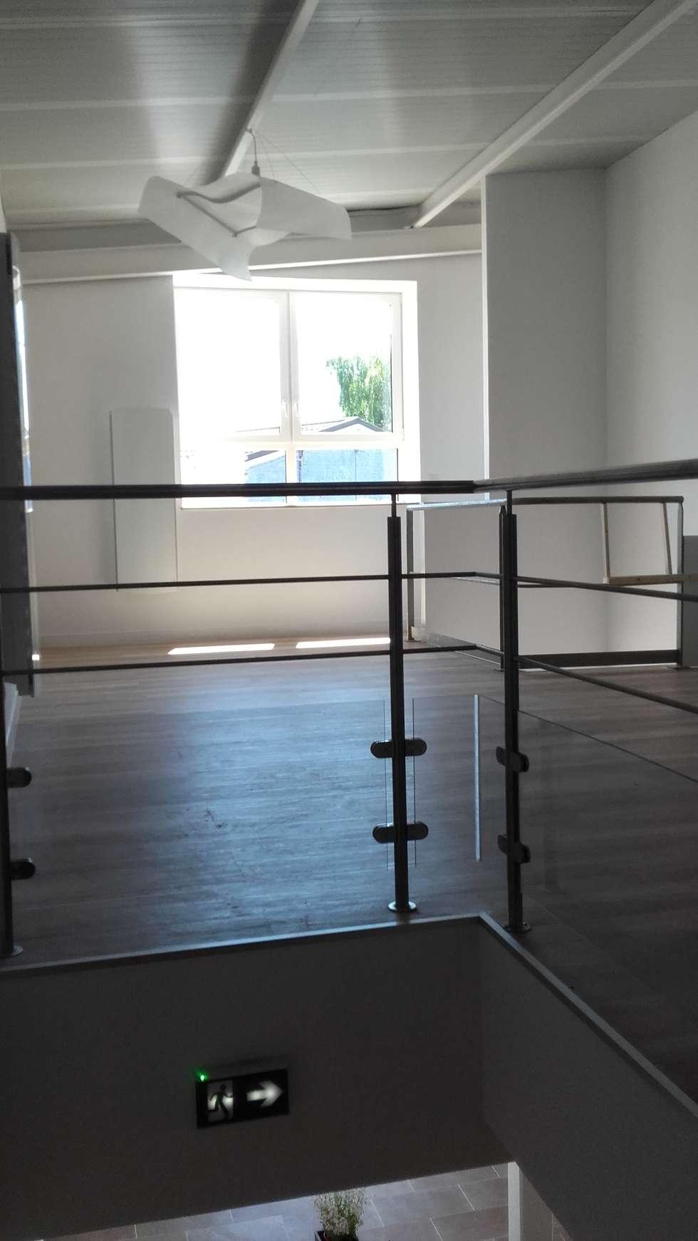Accueil étage: Bureau de style de style Minimaliste par Arielle D Collection Maison
