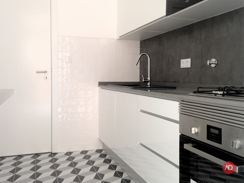 Remodelação Prédio: Cozinhas modernas por ARCHDESIGN | LX