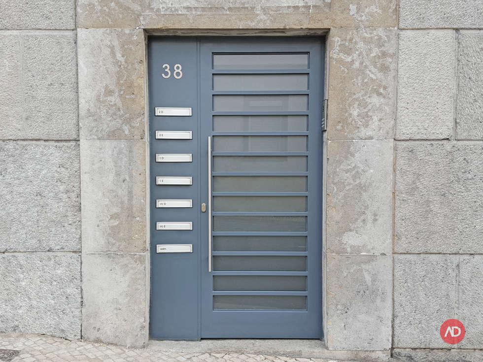 Remodelação Prédio: Casas modernas por ARCHDESIGN | LX