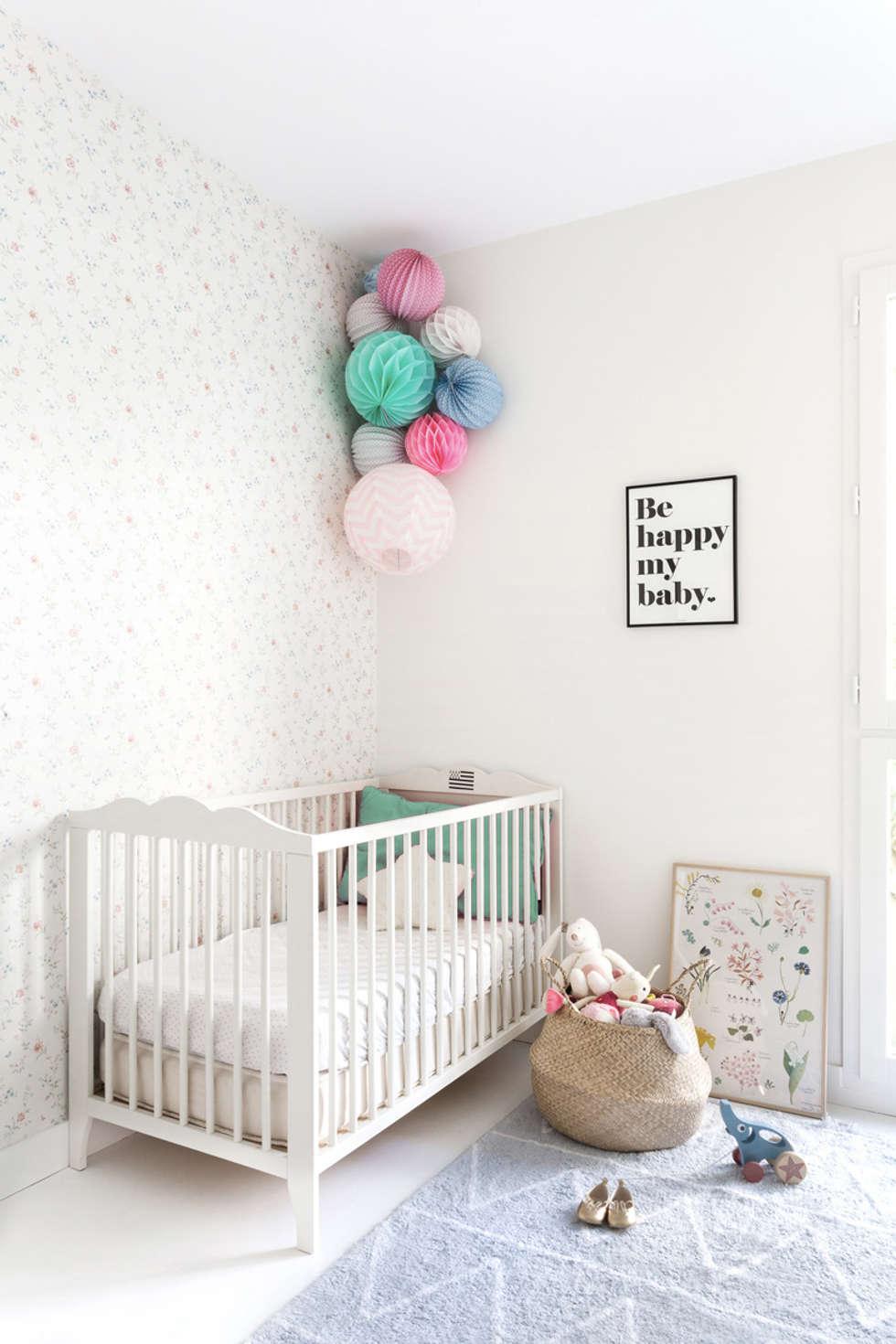 Chambre de bébé: Chambre d'enfant de style de style Scandinave par CLAIRE CLERC DECORATION INTERIEURE