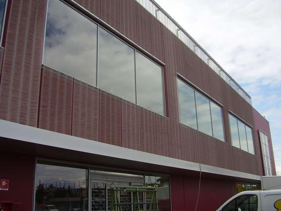 SUPERMERCATO - Rivestimento facciate: Case in stile in stile Moderno di Tessitura Tele Metalliche Rossi