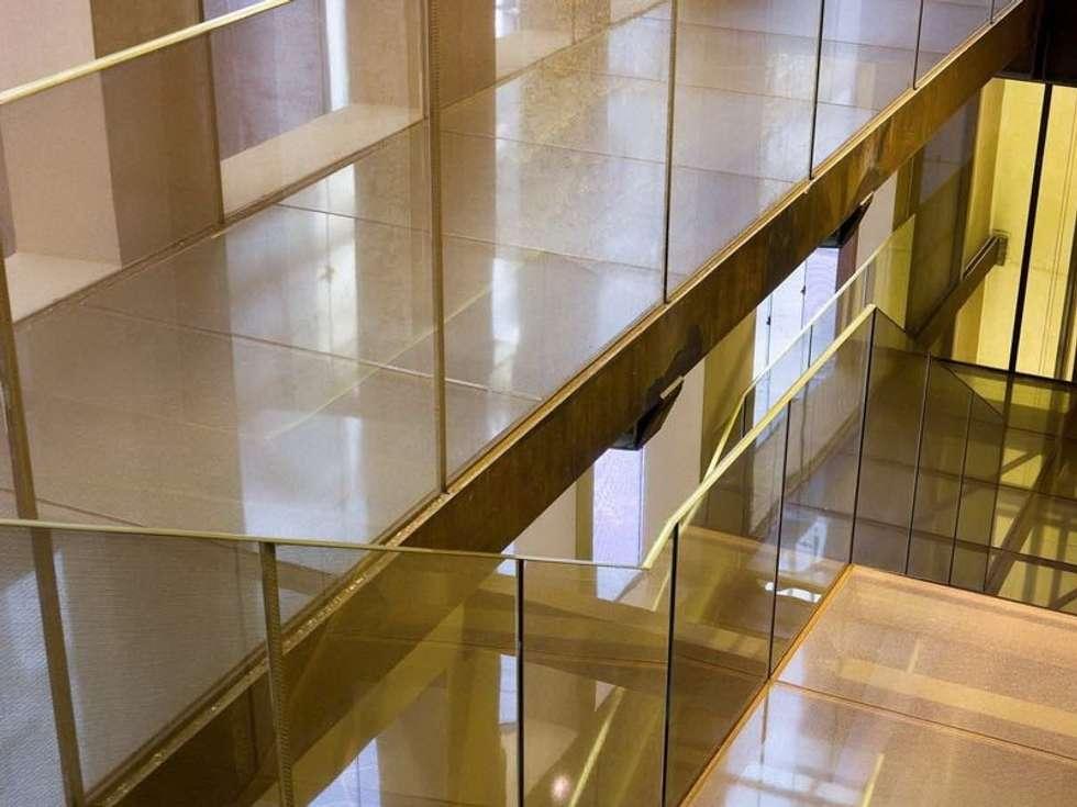 COMUNE DI PISA - Stratifica in vetro: Pareti in stile  di Tessitura Tele Metalliche Rossi