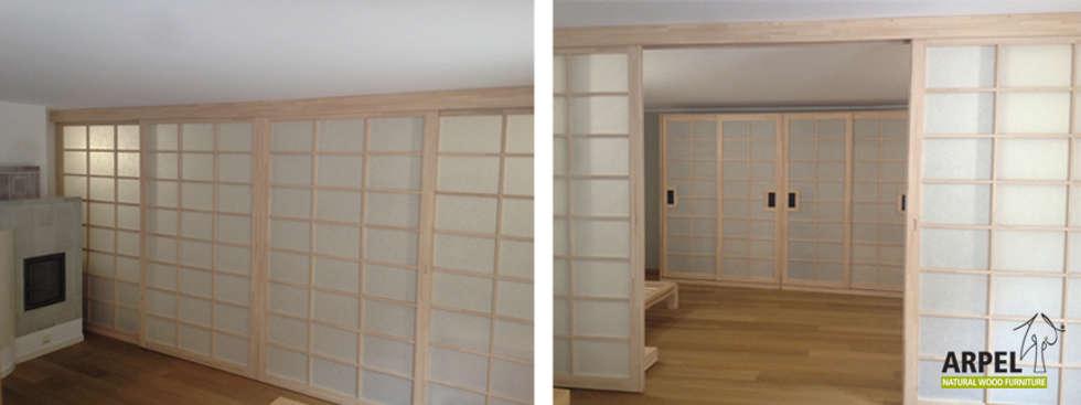 Parete scorrevole Shoji: Camera da letto in stile in stile Asiatico di Arpel