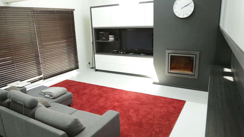 Meuble TV: Salon de style de style Minimaliste par BE-DESIGNER