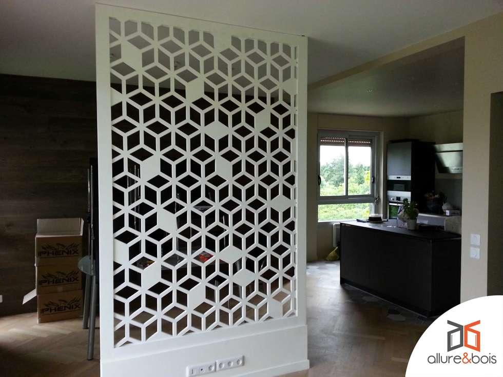 Création d'un espace bureau dans le séjour: Salle à manger de style de style Moderne par Allure et Bois