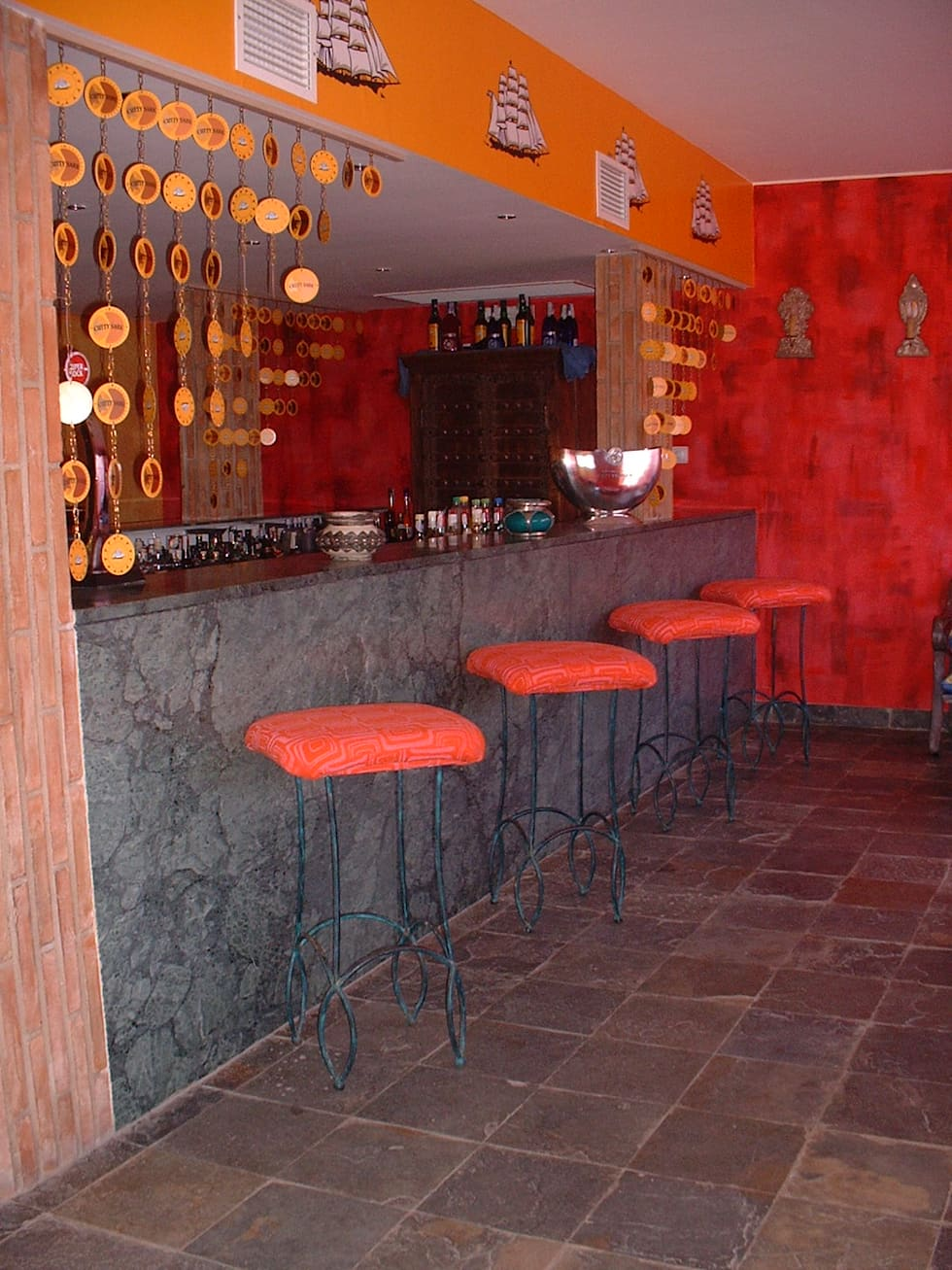 Clube Casa do Castelo: Bares e clubes  por Atelier  Ana Leonor Rocha