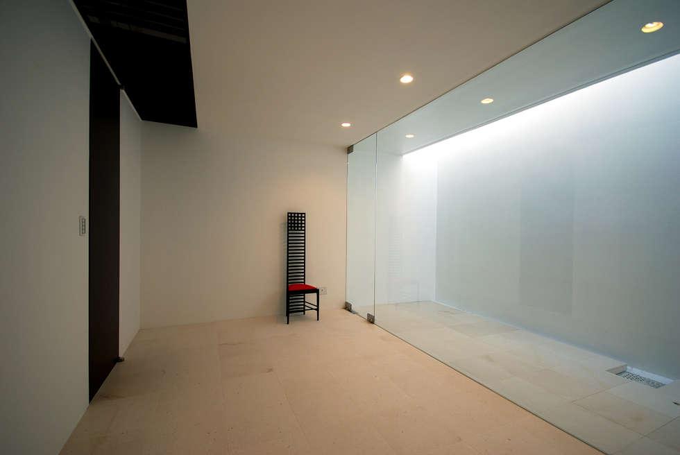 Dormitorios infantiles de estilo minimalista por 門一級建築士事務所