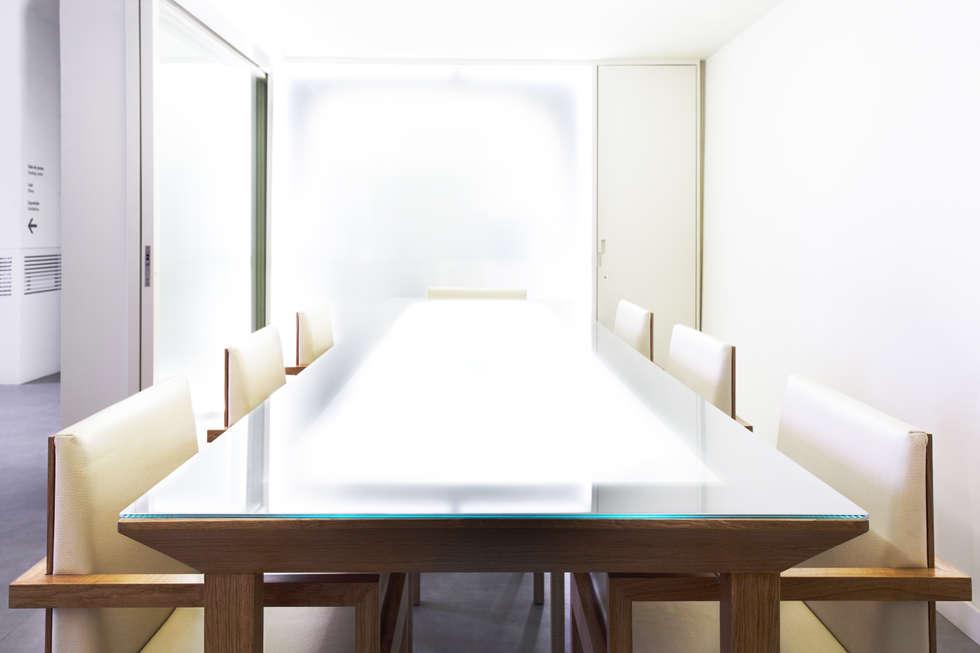 Mesa de Provas: Locais de eventos  por Atelier 405 \ 405 architects