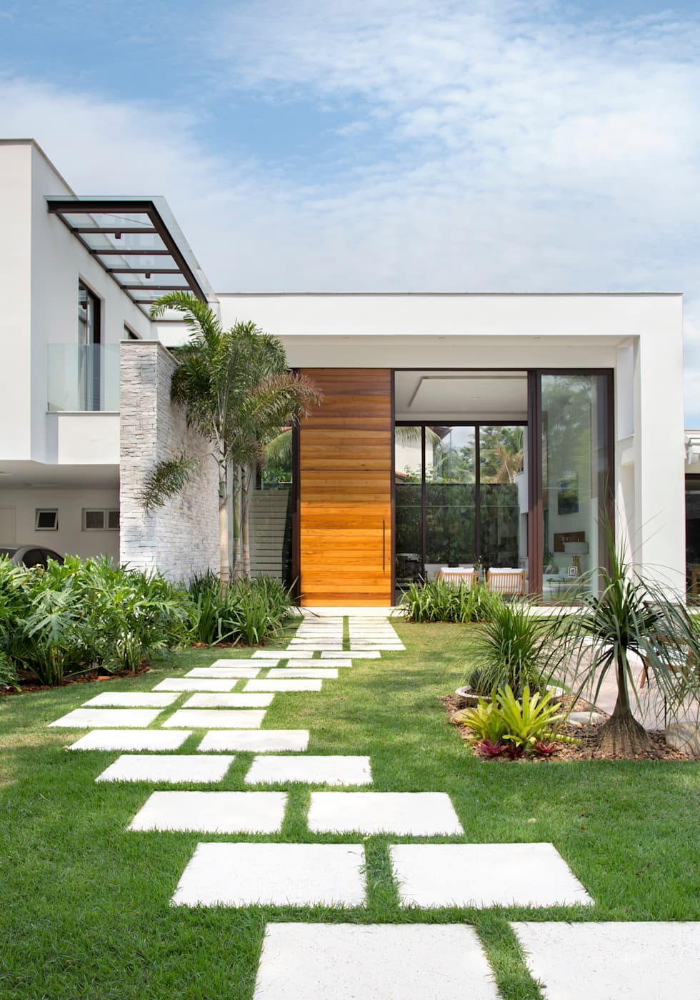 Fachada casa casas modernas por amanda miranda for Ideas fachadas de casas pequenas