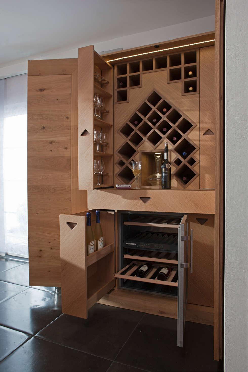 Moderner weinschrank aus eichenholz: moderne küche von baur ...