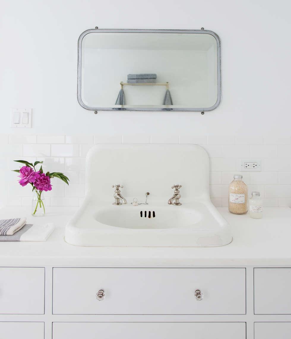Brooklyn Brownstone: modern Bathroom by Lorraine Bonaventura Architect