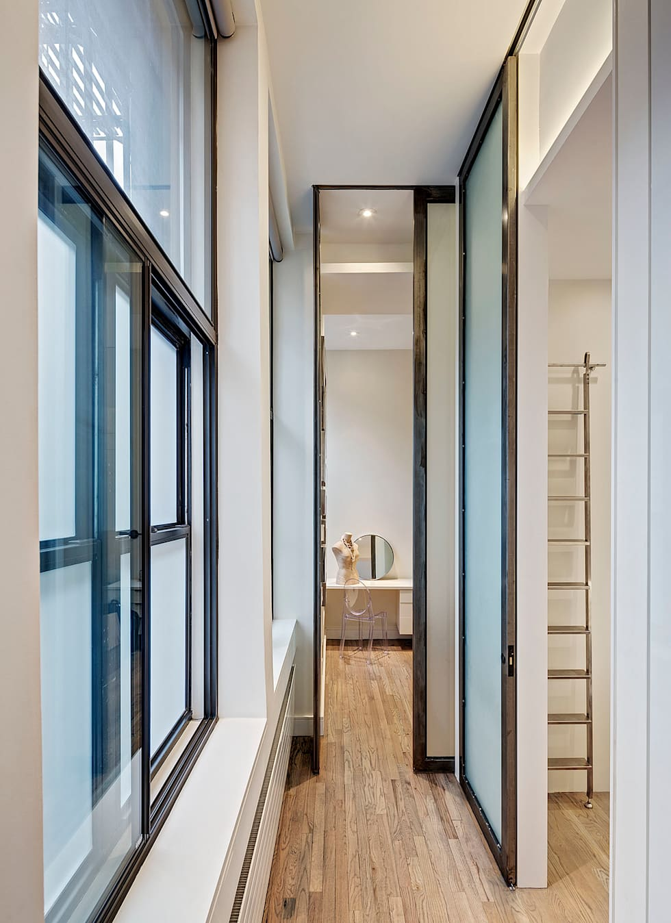 Hallway with Glass and Steel Sliding Panels:  Corridor & hallway by Lilian H. Weinreich Architects