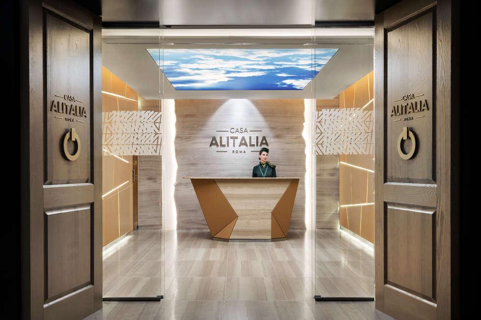 Casa Alitalia Lounge_Rome: Ingresso & Corridoio in stile  di Studio Marco Piva