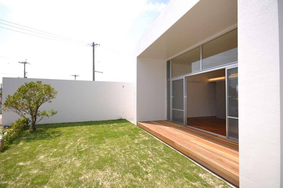 HG-HOUSE: 門一級建築士事務所が手掛けたベランダです。