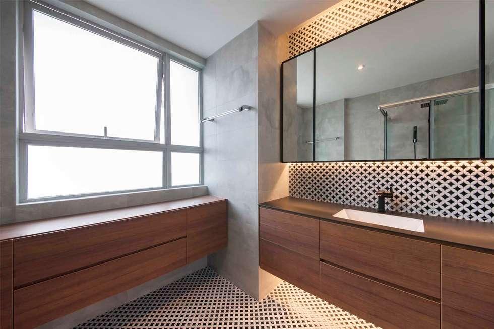 THE TESSARINA: minimalistic Bathroom by Eightytwo Pte Ltd