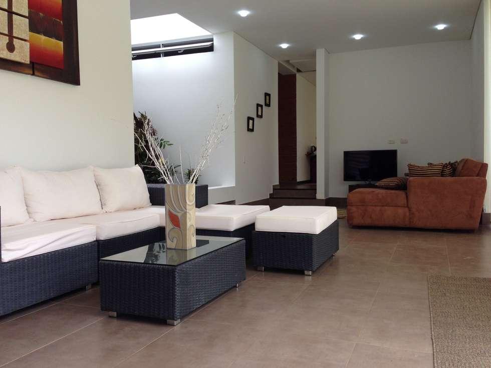 Casa Dapa AN: Salas de estilo moderno por COLECTIVO CREATIVO
