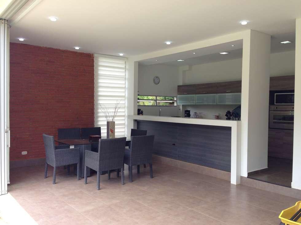Casa Dapa AN: Cocinas de estilo moderno por COLECTIVO CREATIVO