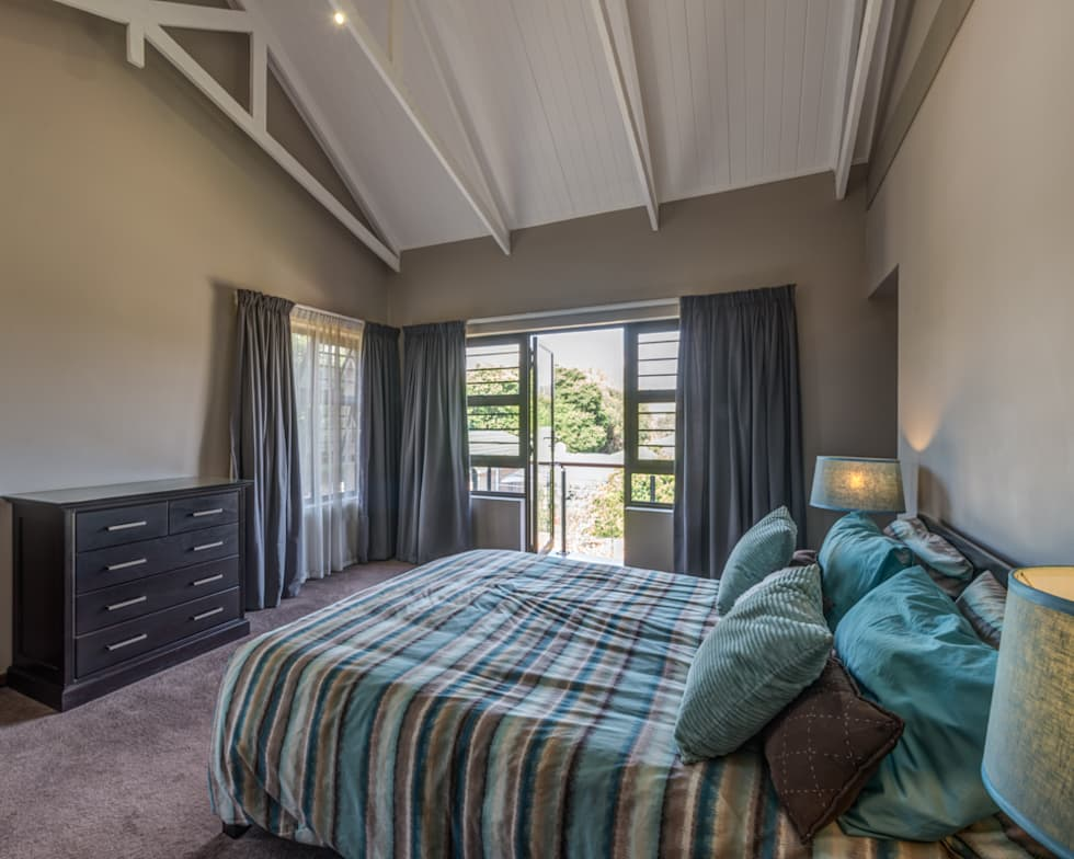Main Bedroom: country Bedroom by OLIVEHILL Architects