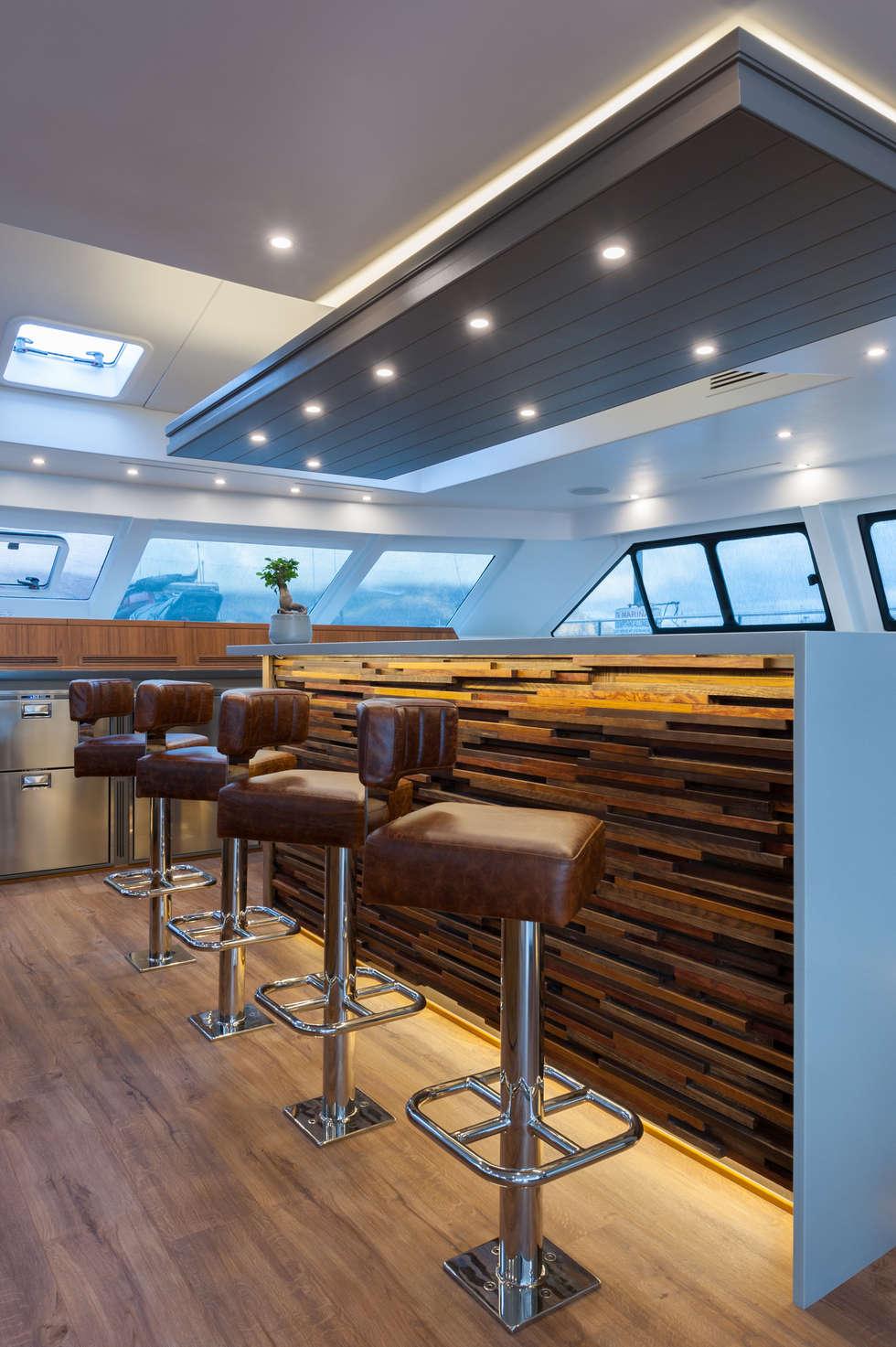 Breakfast nook in Saloon: mediterranean Yachts & jets by ONNAH DESIGN