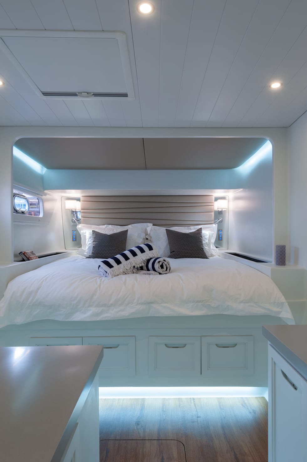 Cabin 1: mediterranean Yachts & jets by ONNAH DESIGN
