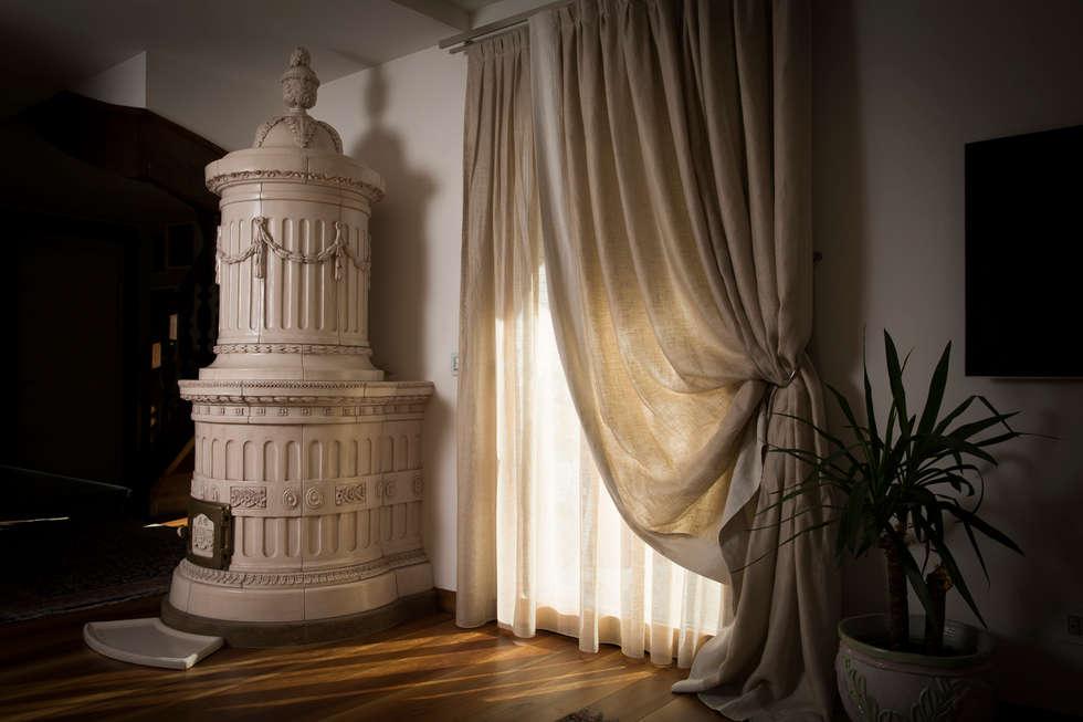 Modello Regina - By Stufe Collizzolli - Bolbeno - Trento : Soggiorno in stile in stile Classico di STUFE COLLIZZOLLI sas