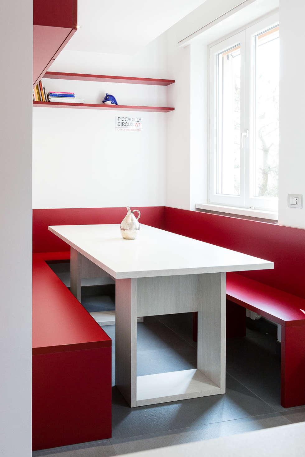 Five little pigs - Un casa per tanti bambini: Cucina in stile in stile Moderno di 23bassi studio di architettura