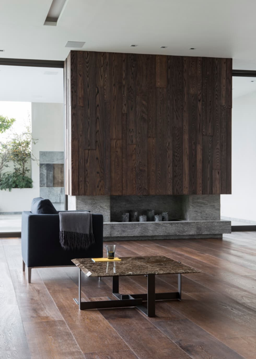 Living room fireplace: modern Living room by Jenny Mills Architects